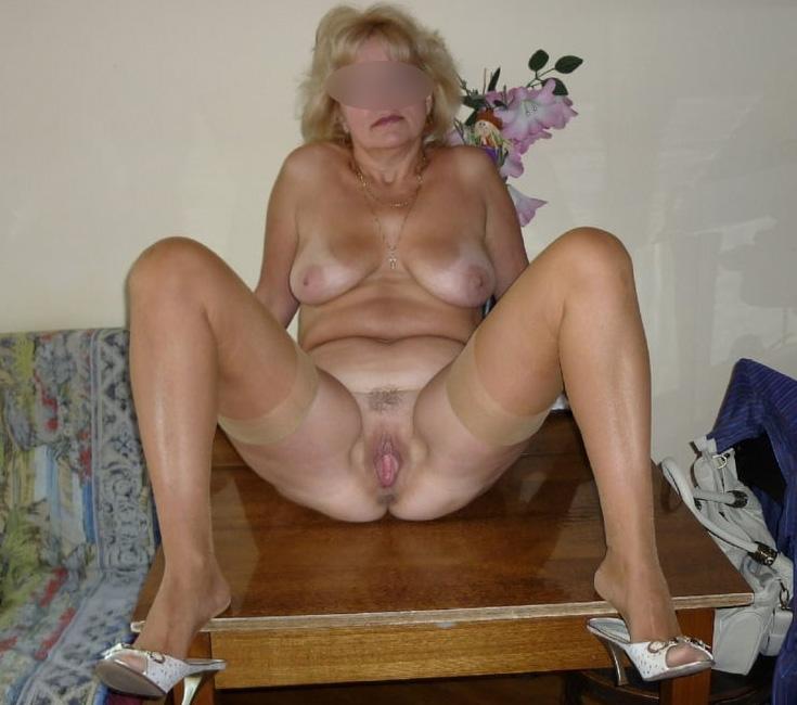 Cougar sexy de Dijon veut du sexe hard avec un jeune homme