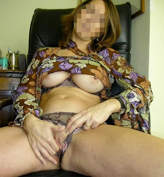Femme mature coquine qui se caresse pour rencontre sexe Rennes