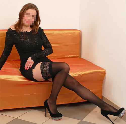 Elise, maitresse dominatrice cherche homme soumis sur Nîmes