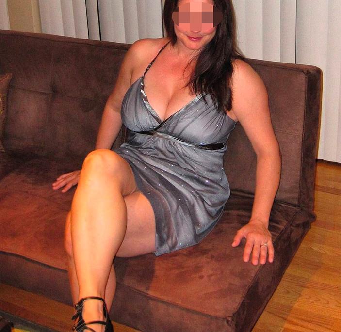 Femme mariée infidèle en robe sexy