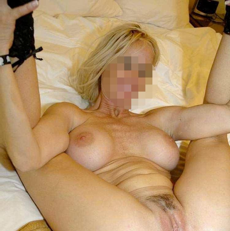 Plan cul cougar sexy blonde Paris